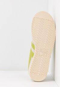 Gola - BULLET - Sneakersy niskie - off white/citron - 6