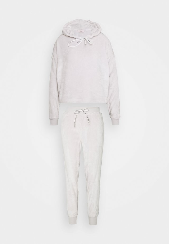 köpa pyjamas online