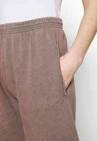 BDG Urban Outfitters - OVERDYED JOGGER - Trainingsbroek - chocolate - 4