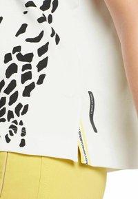 Marc Cain - DAMEN - T-shirt print - offwhite (20) - 0