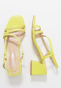Tata Italia - Sandaalit nilkkaremmillä - yellow - 3