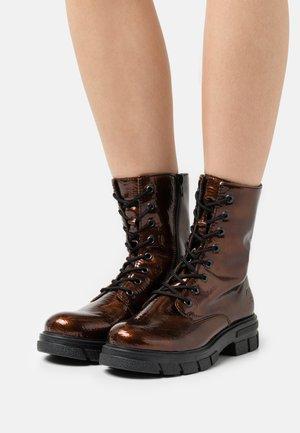 Šněrovací kotníkové boty - braun