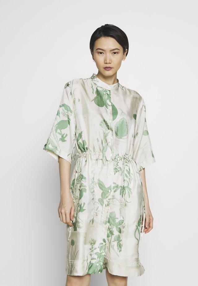 ORNELLA - Robe chemise - green