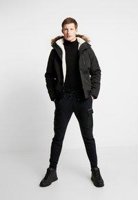 Hollister Co. - UTILITY - Teplákové kalhoty - black - 1