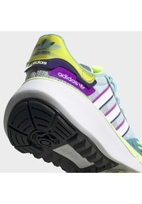 adidas Originals - CHOIGO RUNNER T&F RUN SHOES - Joggesko - blue - 7