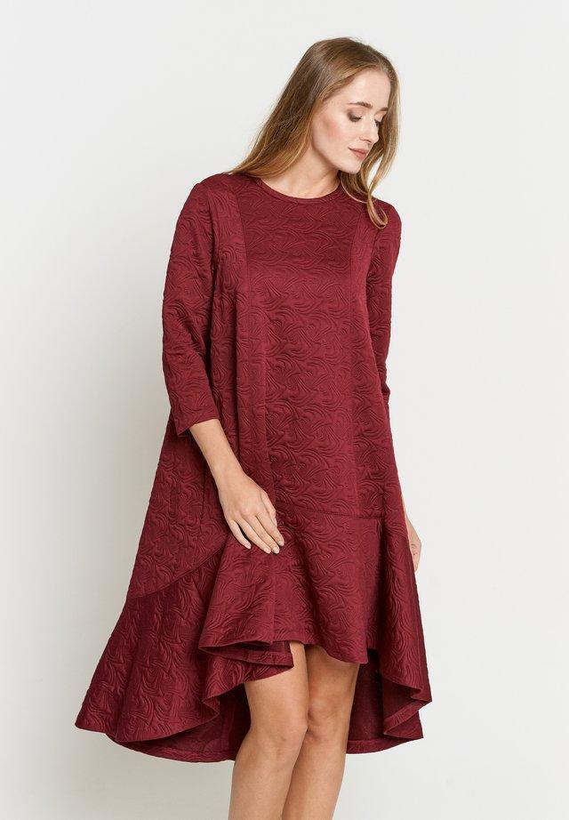 MIA - Korte jurk - weinrot