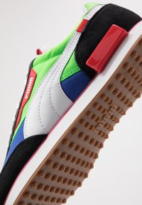 Puma - FUTURE RIDER PLAY ON UNISEX - Baskets basses - black/fluo green/dazzling blue - 8