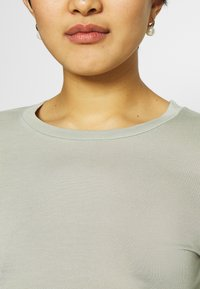 Marks & Spencer London - HIGH NECK TOP - T-shirt basic - green - 4