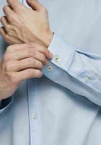 Jack & Jones PREMIUM - Formal shirt - light blue - 4