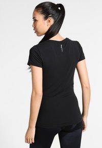 ONLY Play - ONPCLARISSA TRAINING TEE - Camiseta básica - black - 2