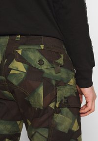 G-Star - ROXIC STRAIGHT TAPERED PANT - Pantalon cargo - olive/brown - 5