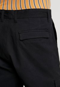 Suit - Pantaloni cargo - black - 5