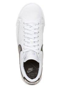 Nike Sportswear - BLAZER - Sneakers - white/black - 1