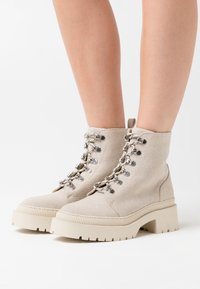 Zign - Kotníkové boty na platformě - nude - 0