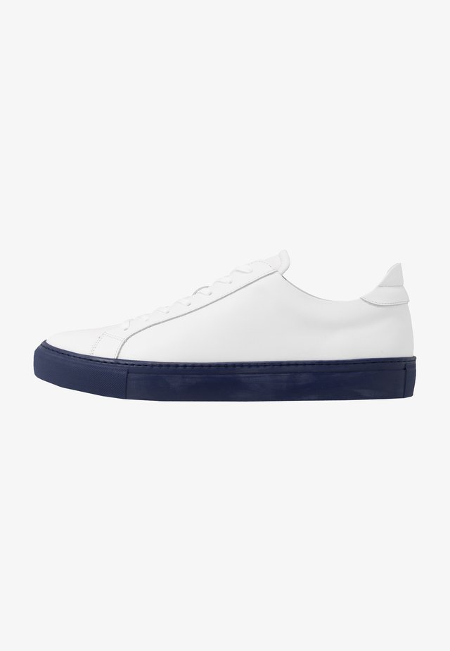 TYPE - Trainers - white/navy blue
