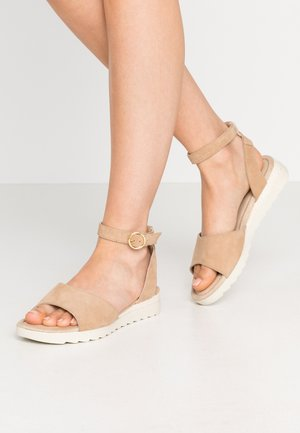 LEATHER WEDGE SANDALS - Sandály na klínu - nude