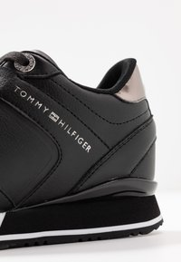 Tommy Hilfiger - DRESSY WEDGE  - Sneakersy niskie - black - 2