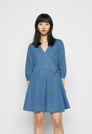 VMHENNA WRAP SHORT DRESS - Denim dress - light blue denim