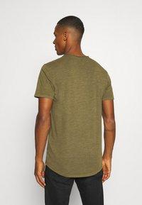 Jack & Jones PREMIUM - JJEASHER TEE O-NECK NOOS - Basic T-shirt - olive night - 2