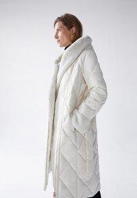 Uterqüe - Classic coat - white - 2
