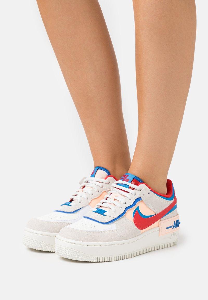 Nike Sportswear - AIR FORCE 1 SHADOW - Sneaker low - sail/university red/photo blue/royal blue/crimson tint/sail