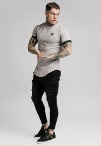 SIKSILK - RAGLAN TECH TEE - Print T-shirt - grey - 1