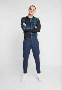 Redefined Rebel - ERCAN  - Chinos - navy - 1
