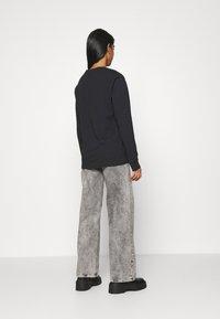 Levi's® - STANDARD FIT TEE - T-shirt à manches longues - caviar - 2