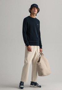 GANT - C NECK - Stickad tröja - evening blue - 0