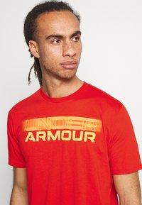 Under Armour - BLURRY LOGO WORDMARK  - T-shirts print - rich orange - 3
