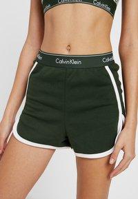 Calvin Klein Underwear - SLEEP SHORT - Nattøj bukser - duffel - 4