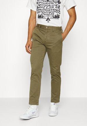 REGULAR - Chinos - uniform green
