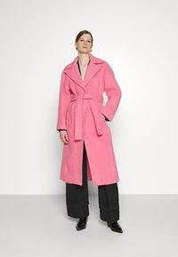 Victoria Victoria Beckham - BRUSHED COAT - Classic coat - candy pink - 0