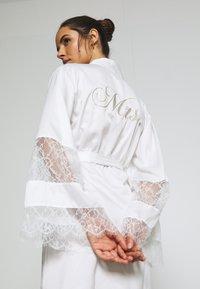 Hunkemöller - KIMONO - Dressing gown - off white - 5