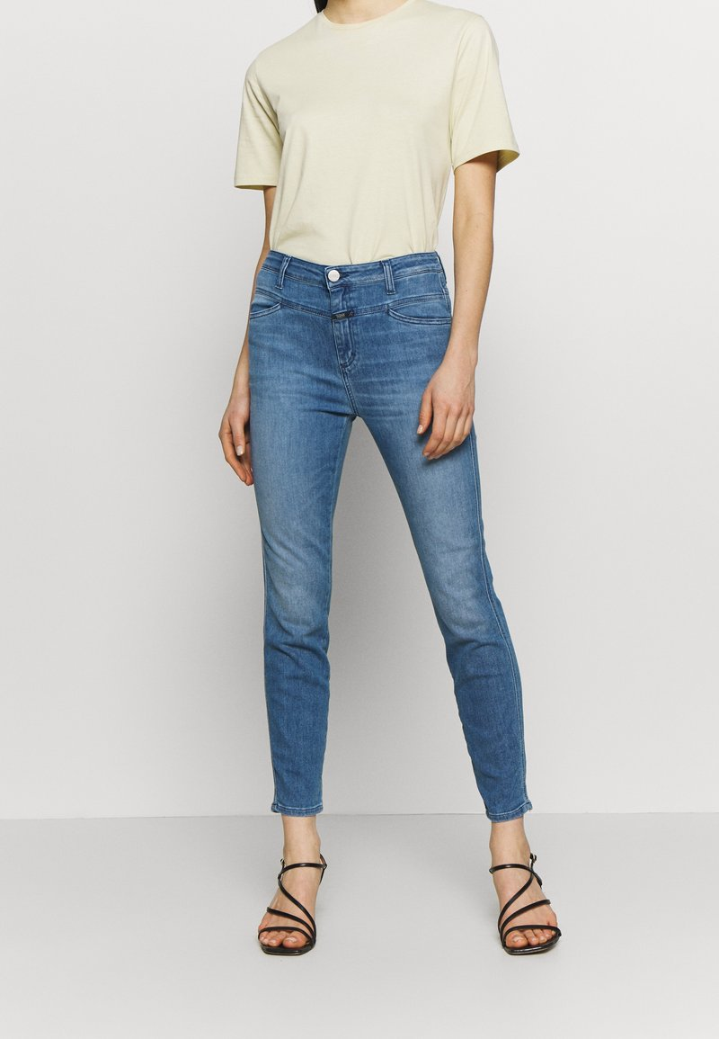 CLOSED - SKINNY PUSHER HIGH WAIST CROPPED LENGTH - Jeans Skinny Fit - mid blue