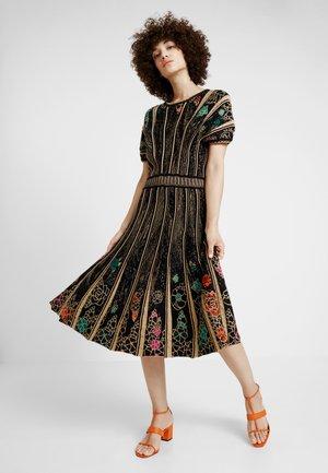 DRESS PATTERN - Jumper dress - black