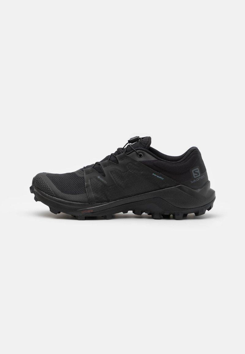 Salomon - WILDCROSS GORE TEX - Běžecké boty do terénu - black