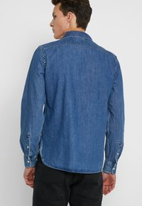 Levi's® - BATTERY SHIRT - Koszula - red cast stone flat - 2