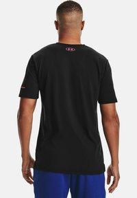 Under Armour - UA VERTICAL WORDMARK SS - Print T-shirt - black - 2