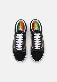 Vans - OLD SKOOL PRIDE UNISEX  - Sneakers basse - black/multicolor/true white - 3