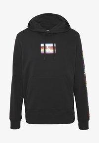 Calvin Klein Jeans - SMALL FLAG REGULAR HOODIE UNISEX PRIDE - Hoodie - black - 0