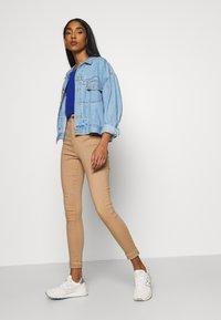 Noisy May - NMEMILY - Slim fit jeans - praline - 3