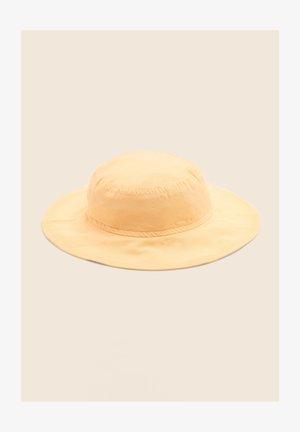 Hat - light yellow