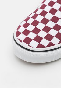 Vans - CLASSIC UNISEX - Trainers - pomegranate/true white - 5
