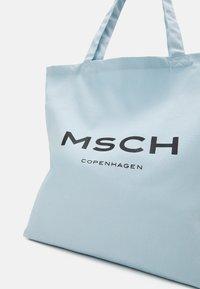 Moss Copenhagen - ORGANIC LOGO SHOPPER - Tote bag - omphalodes/sky - 3