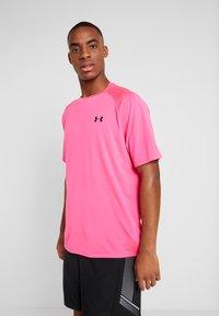 Under Armour - TECH TEE - Print T-shirt - pink surge/black - 0