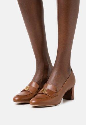 BRENDI - Classic heels - deep saddle tan/dark natural