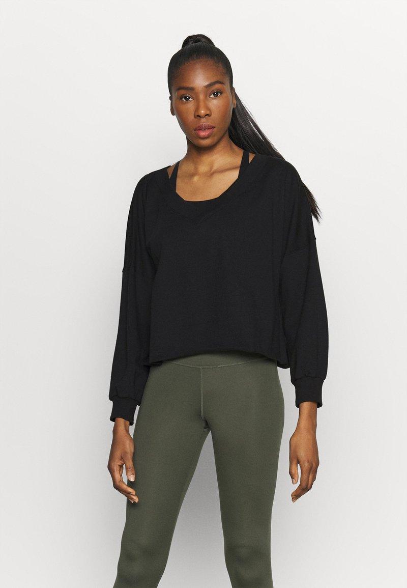 Nike Performance - OFF MAT - Sweatshirt - black/smoke grey