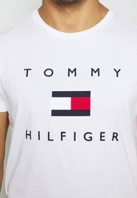 Tommy Hilfiger - FLAG TEE - Print T-shirt - white - 3
