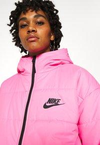 Nike Sportswear - CORE  - Lehká bunda - beyond pink/white/black - 5